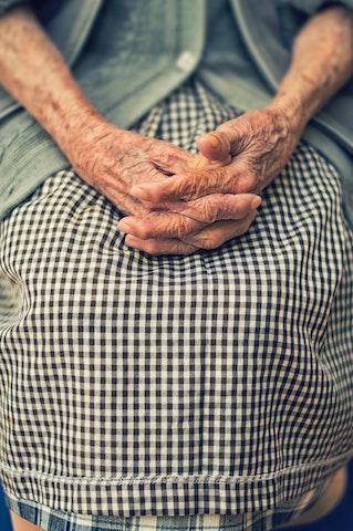 Mains vieille femme paroisse Houilles carrières